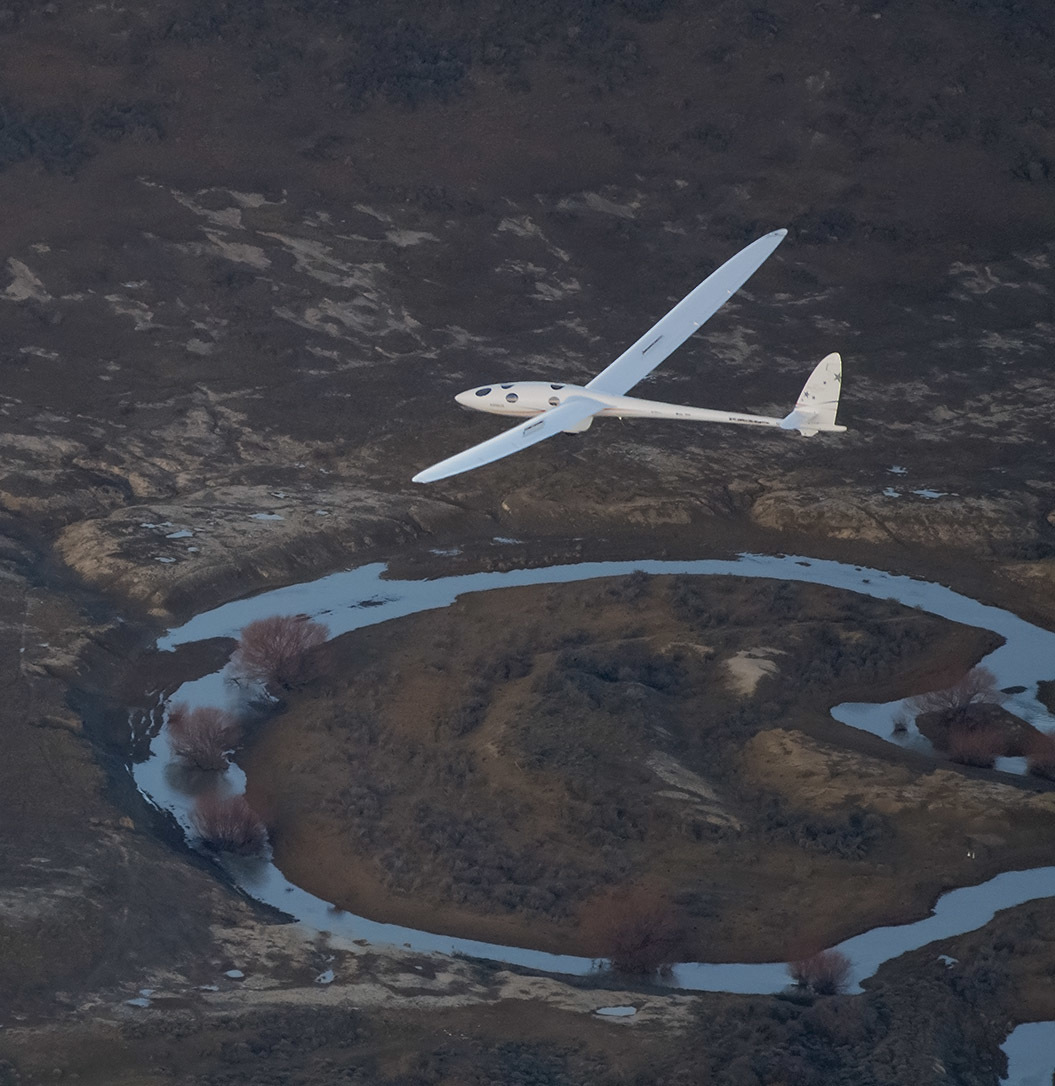 Perlan Mission II descends upon Argentina's Patagonia, breaks world gliding record